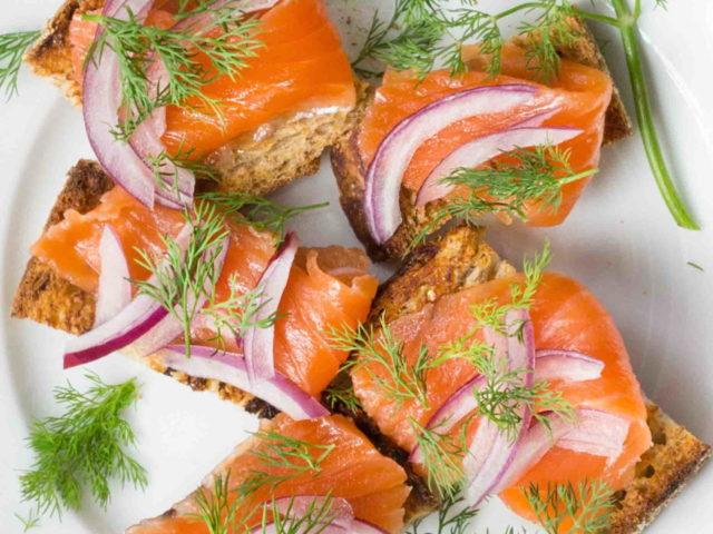 Salmon Gravlax อาหารว่างที่ดีต่อสุขภาพ
