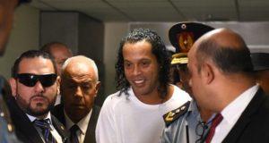 ทนายแก้ตัวแทน โรนัลดินโญ่ อดีตมิดฟิลด์ทีมชาติบราซิล เขาเป็นแค่คนที่โง่
