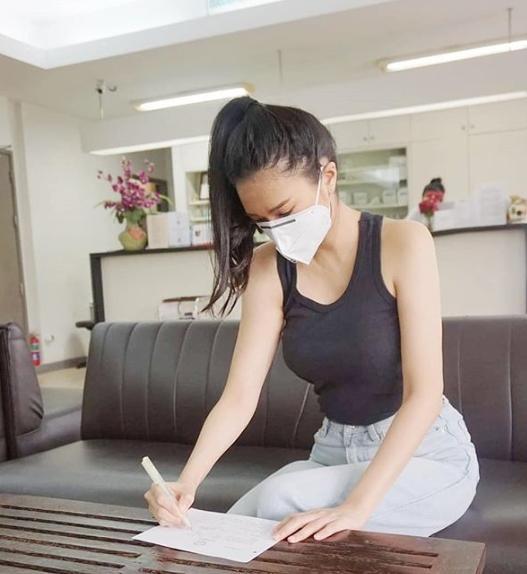 นักแสดงสาว โบวี่ อัฐมา กักตัวเอง 14 วัน หลังจากถ่ายรายการคู่กับ แมทธิว